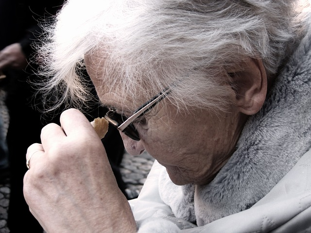 Caring for Aging Parents: Know The 3 Warnings Signs of Alzheimer's Disease