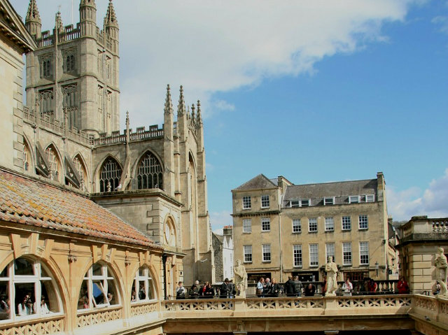 Touring the City of Bath: A Simple Guide for First-time Travellers