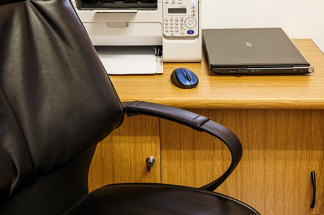 Not All Desks are Created Equal: Choosing an Office Desk