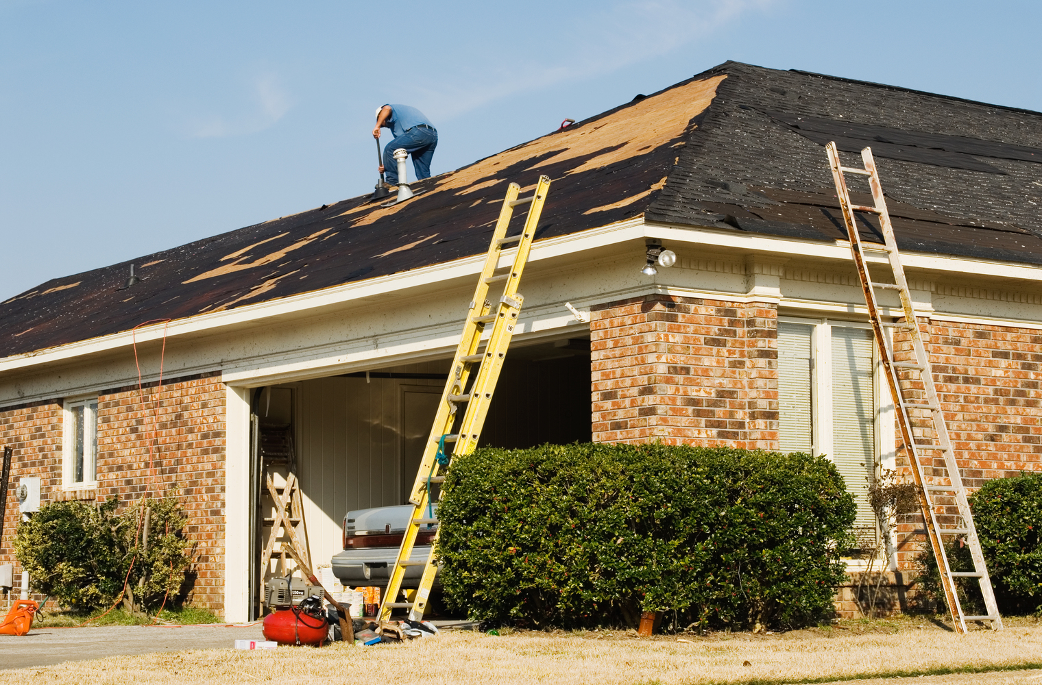 Licensed and Unlicensed Roofing Contractors: The Difference