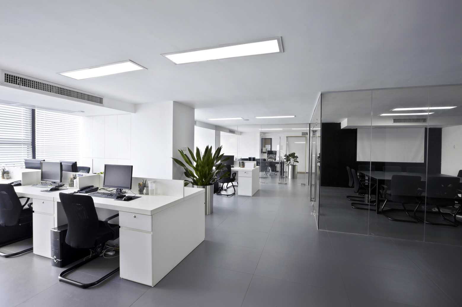 A Clean Environment: The Advantages of Maintaining the Office