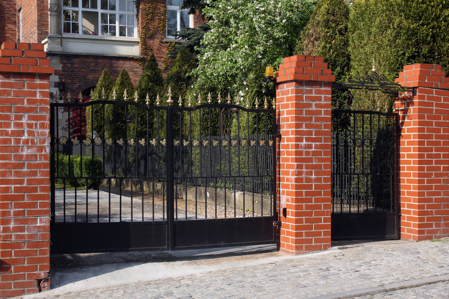 4 Things You Can Do to Keep Your Automatic Gate in Tiptop Shape