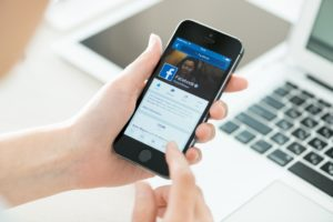 Using Facebook in Mobile