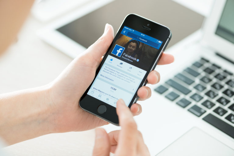 Using Facebook in Mobile