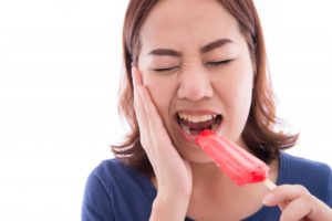 Woman cannot eat well due to her lost teeth