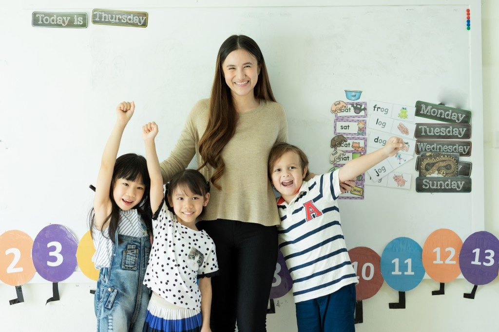 Kindergarten teacher with her students