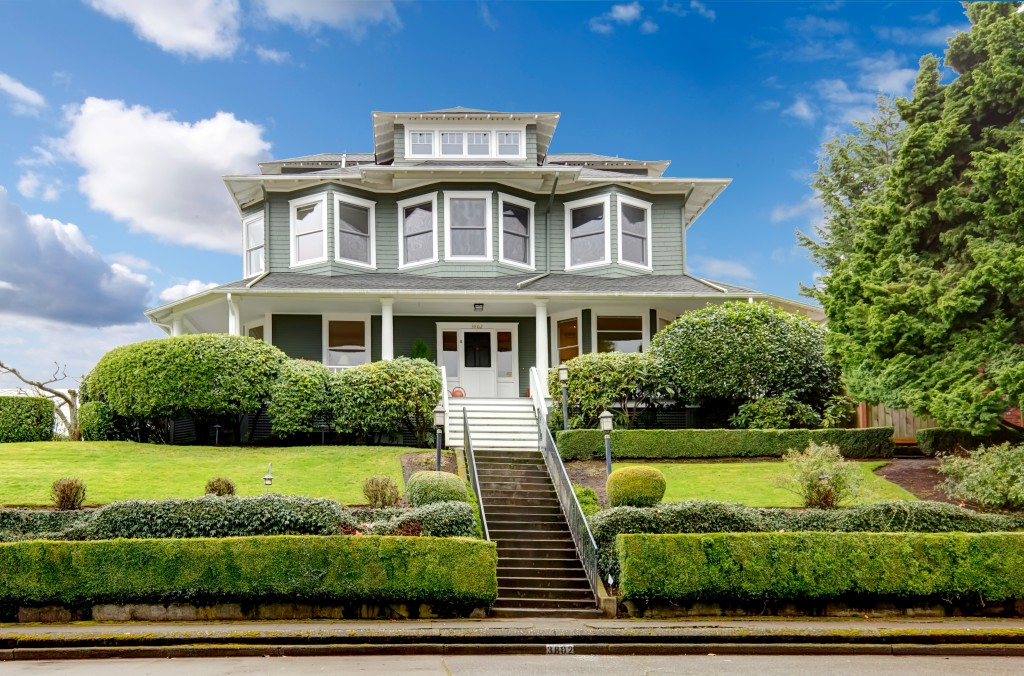 4 Key Features You Should Upgrade to Improve Your Home's Curb Appeal and Security