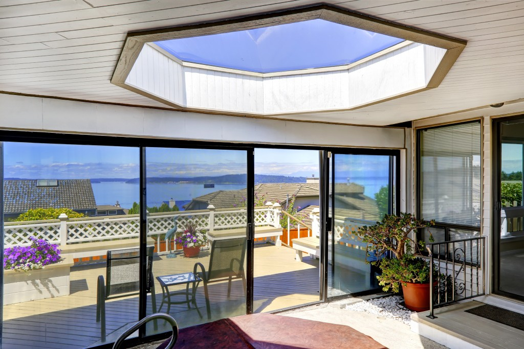 5 Benefits of Installing Skylight and Sunrooms