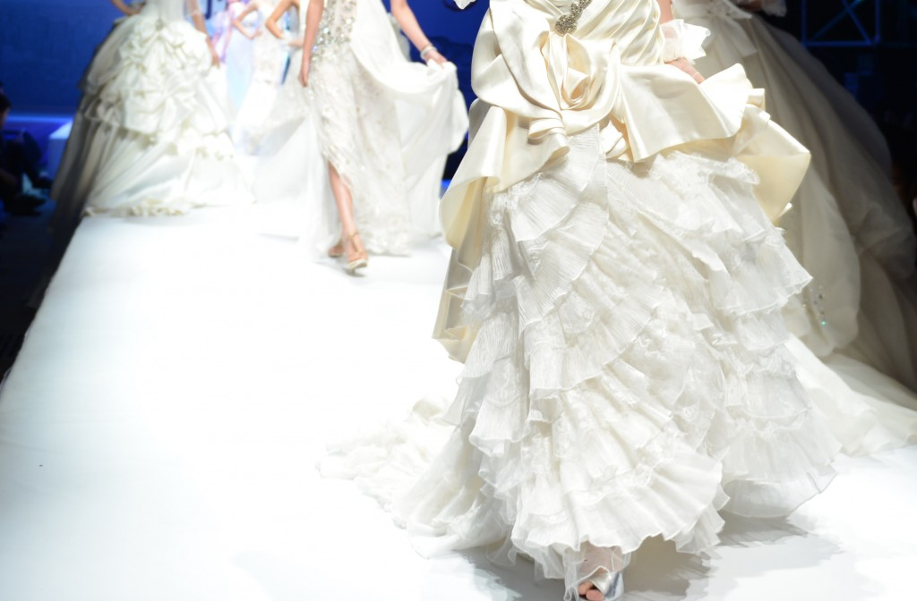 5 Wedding Gown Fabrics for the Cold Season