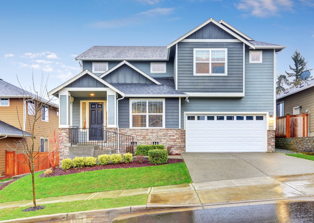 Improving Your Home's Curb Appeal with Vinyl Fencing