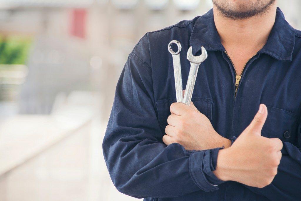 portrait of an auto mechanic